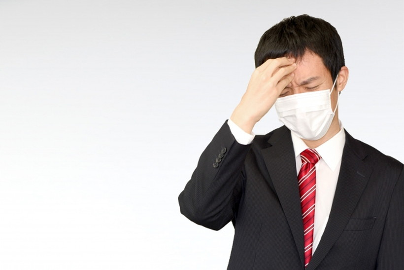 風邪をひく男性